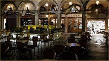Le Café Lavena sous les Procuratie Vechie, place Saint-Marc à Venise.