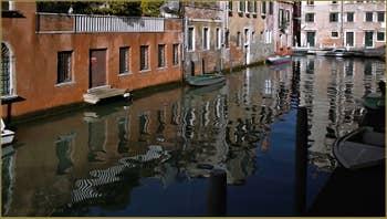 Le rio de San Pantalon, frontière entre les Sestieri de Santa Croce et du Dorsoduro à Venise.