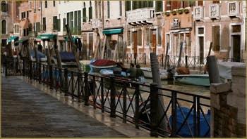 Sur la rive opposée, la Fondamenta Minotto, dans le Sestier de Santa Croce à Venise.
