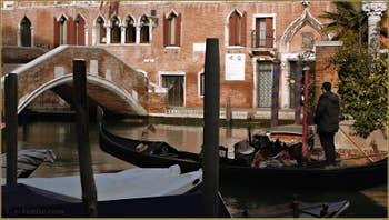 Le pont de Ca' Marcello et le rio del Malcanton, frontière entre les Sestieri de Santa Croce et du Dorsoduro à Venise.