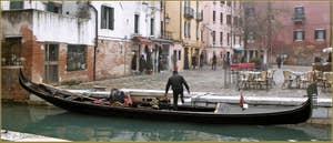 Gondole devant le campo Santa Maria Nova, dans le Sestier du Cannaregio à Venise.