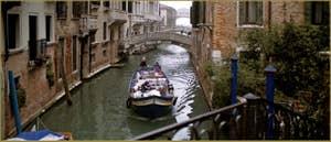 Rio de Palazzo o de Canonica, tout au fond, le pont des Soupris, dans le Sestier de Saint-Marc à Venise.