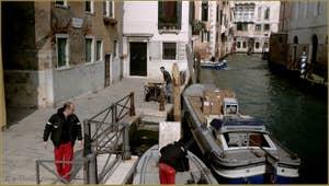 Livraisons, Fondamenta San Lorenzo, dans le Sestier du Castello à Venise.