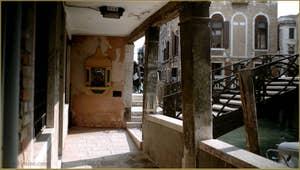 La Fondamenta dei Felzi et le pont dei Consafelzi ou Pinelli, dans le Sestier du Castello à Venise.