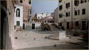 Le Campo Santa Ternita et le pont del Suffragio o del Cristo, dans le Sestier du Castello à Venise.