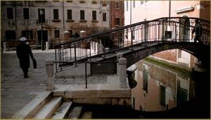 Le Campo San Martin et le pont dei Penini, dans le Sestier du Castello à Venise.