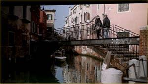 Le pont Storto (tordu) sur le rio de San Martino, dans le Sestier du Castello à Venise.