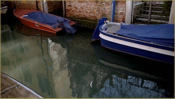 Reflets sur le rio de San Stin, dans le Sestier de San Polo à Venise.