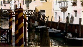 Le pont de le Vele, sur le rio Priuli o de Santa Sofia, dans le Sestier du Cannaregio à Venise.