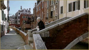 Le pont Corrente, sur le rio de Sant' Andrea, dans le Sestier du Cannaregio à Venise.