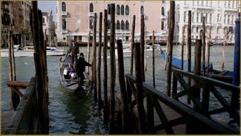 Le Traghetto de Santa Maria del Giglio, sur le Grand Canal, dans le Sestier du Dorsoduro à Venise.