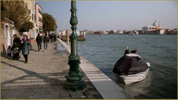 La Fondamenta Zattere ai Gesuati et le Canal de la Giudecca, dans le Sestier du Dorsoduro à Venise.