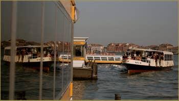 Jeux de miroirs sur le Canal de la Giudecca à Venise.
