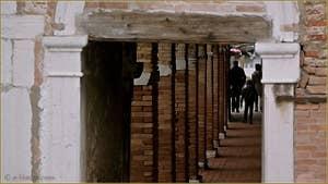 Le Sotoportego de l'Abazia, dans le Sestier du Cannaregio à Venise.