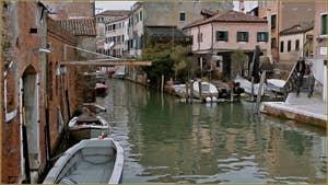 Le rio de la Sensa et le petit pont en bois dei Muti, dans le Sestier du Cannaregio à Venise.