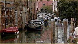 Le pont dei Mori, sur le rio de la Sensa, dans le Sestier du Cannaregio à Venise.