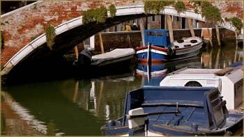 Le pont del Soccorso sur le rio dei Carmini, dans le Sestier du Dorsoduro à Venise.