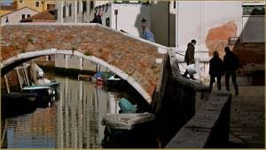 Le rio et le pont de l'Anzolo Rafael, dans le Sestier du Dorsoduro à Venise.