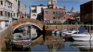 Le pont de la Piova, dans le Sestier du Dorsoduro à Venise.