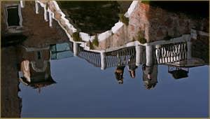Le pont Santa Maria Maggiore, frontière entre les Sestieri de Santa Croce et du Dorsoduro à Venise.