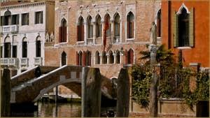 Le très beau Palazzo Marcello, devant le pont de Ca' Marcello, dans le Sestier de Santa Croce à Venise.