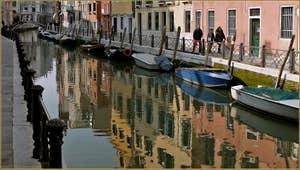 Les superbes reflets du rio Marin, le long des Fondamente Marin et Garzoti, dans le Sestier de Santa Croce à Venise.