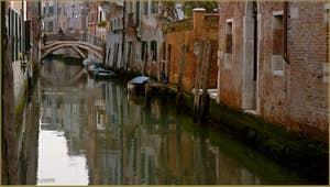 Le rio de San Zan Degola avec, au fond, le pont del Savio, dans le Sestier de Santa Croce à Venise.