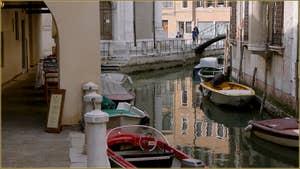 Le Sotoportego de le Colonete le long du rio de la Madalena, dans le Sestier du Cannaregio à Venise.
