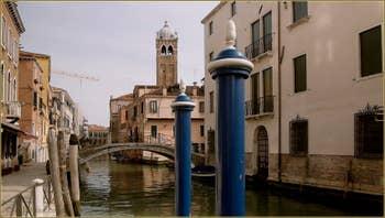 Le rio, le pont et le Campanile de Santa Fosca, dans le Sestier du Cannaregio à Venise.