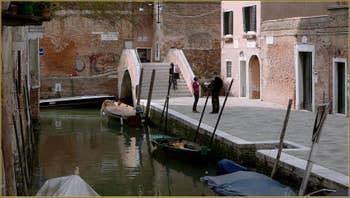 La Fondamenta et le pont Moro, dans le Sestier du Cannaregio à Venise.