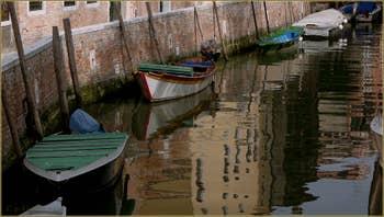 Reflets sur le rio del Trapolin, dans le Sestier du Cannaregio à Venise.