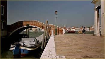 Le pont de Sant' Eufemia, sur le rio de Santa Eufemia, sur l'île de la Giudecca à Venise.