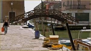 La Fondamenta du rio de Santa Eufemia et le pont Lagoscuro, sur l'île de la Giudecca à Venise.