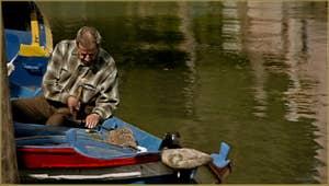 On répare le bateau, sur le rio de Santa Eufemia et sous le pont Lagoscuro, sur l'île de la Giudecca à Venise.