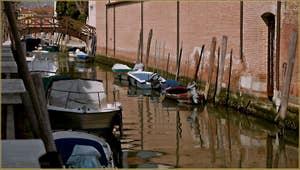 Reflets sur le rio de Santa Eufemia, sur l'île de la Giudecca à Venise.