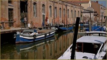 Reflets sur le rio de le Convertite, sur l'île de la Giudecca à Venise.