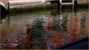Reflets sur le Canal San Donato, le long de la Fondamenta Sebastiano, sur l'île de Murano à Venise.