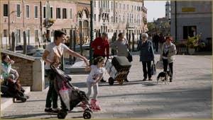 La vie des Muranesi, sur le Campo San Donato, sur l'île de Murano à Venise.