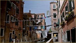 Le linge sur le rio de San Daniele ou Rielo, dans le Sestier du Castello à Venise.
