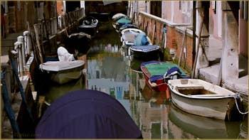 Reflets sur le rio de San Daniele ou Rielo, dans le Sestier du Castello à Venise.