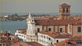 L'église et le Campanile Santa Maria Assunta dei Gesuiti, dans le Sestier du Cannaregio à Venise.