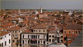 Vue sur les toits du Castello à Venise depuis le Campanile de Santa Maria Formosa.