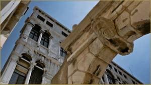 Détail du Palazzo Pisani, sur le campo du même nom, dans le Sestier de Saint-Marc à Venise.