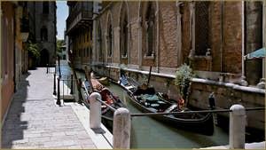 Gondoles, Fondamenta Barbaro, dans le Sestier de Saint-Marc à Venise.