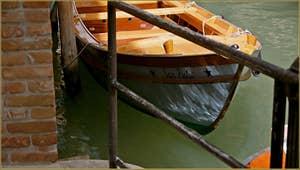 Reflets sur le rio di Ca'Corner-Sandi-Albero, dans le Sestier de Saint-Marc à Venise.