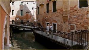 Le Pont del Pestrin, le long du rio de Ca' Garzoni, dans le Sestier de Saint-Marc à Venise.