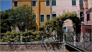 Le jardin du Palazzo Civran Badoer, sur le Campo San Vidal, dans le Sestier de Saint-Marc à Venise.