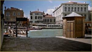 Le Campo San Samuele et le Grand Canal avec, sur la droite, le Palazzo Bon Ca' Rezzonico.