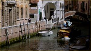 Le rio de la Pietà Sant'Antonin, le long de la Fondamenta San Giorgio dei Schiavoni, dans le Sestier du Castello à Venise.