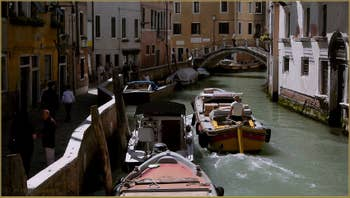 Le rio de la Pietà Sant'Antonin le long de la Fondamenta dei Furlani, dans le Sestier du Castello à Venise.